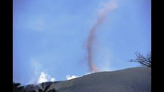 新燃岳!小規模噴煙と塵旋風