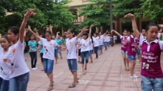 Nhảy cha cha cha của học sinh khối 5 và giáo viên trường Tiểu học Bần Yên Nhân số 1 .