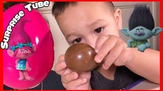 Joey opens a Chupa Chups Trolls Surprise Egg