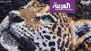 صباح العربية: فنانة بريطانية تصنع لوحات جميلة باستخدام الخرز والأزرار