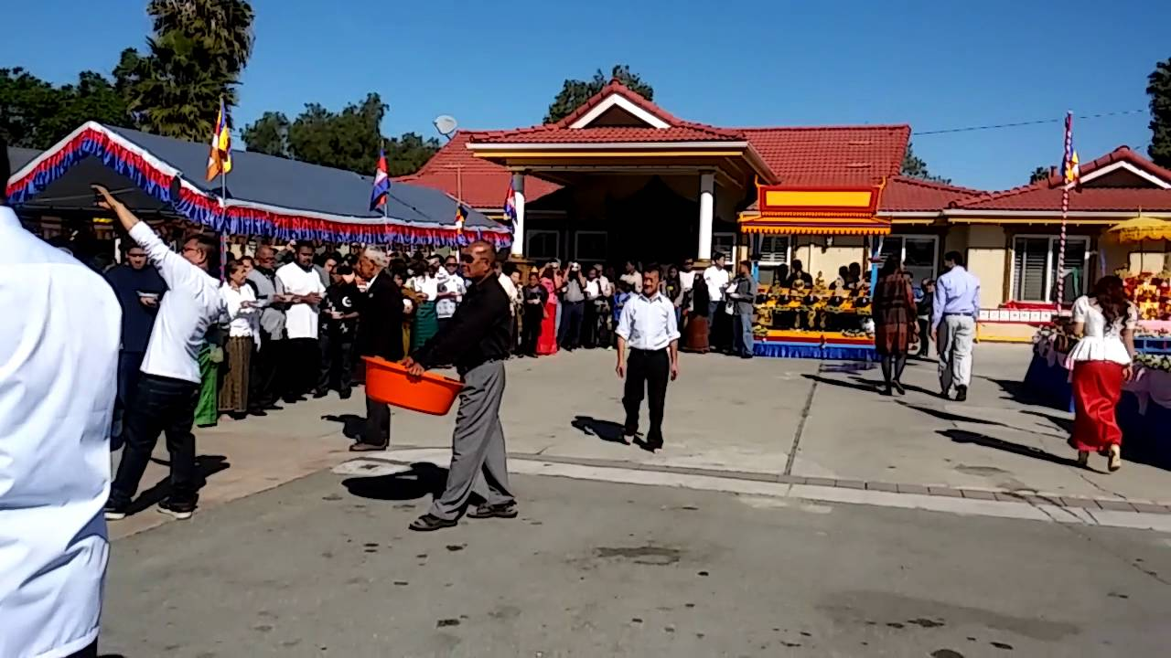 Khmer new year in San Jose Buddha temple in California ...