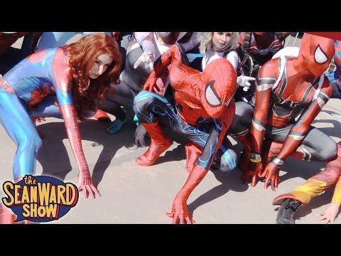 Spider-Man: SPIDER-VERSE vs VENOM-VERSE at Comic Con!