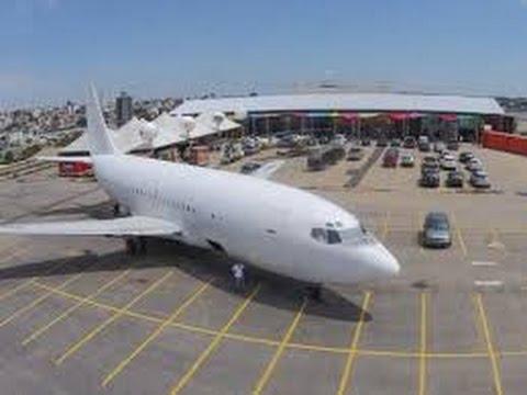 Avião Boeing estacionado em Contagem