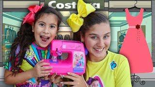 MARIA CLARA FINGE SER COSTUREIRA E FAZ A ROUPA DA MILENINHA ✨ Pretend Play with Toy Sewing machine