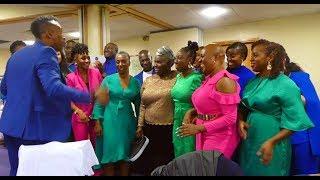 Baixar The Kingdom Choir Surprise Performance - Total Praise