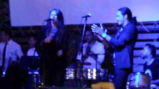 Canelita y Sarayma cantando juntos. Falsa humildad