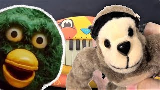 WAKEY WAKEY - DON'T HUG ME I'M SCARED ON A CAT PIANO, SHEEP, CHICKEN AND MONKEY