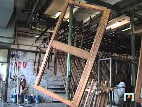Verniciatura e mantenimento del serramento in legno youtube - Verniciare finestre in legno ...