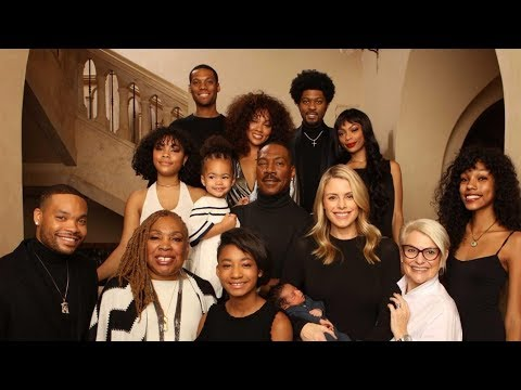 Eddie Murphy Poses With All 10 Of His Kids In Rare Family Photo