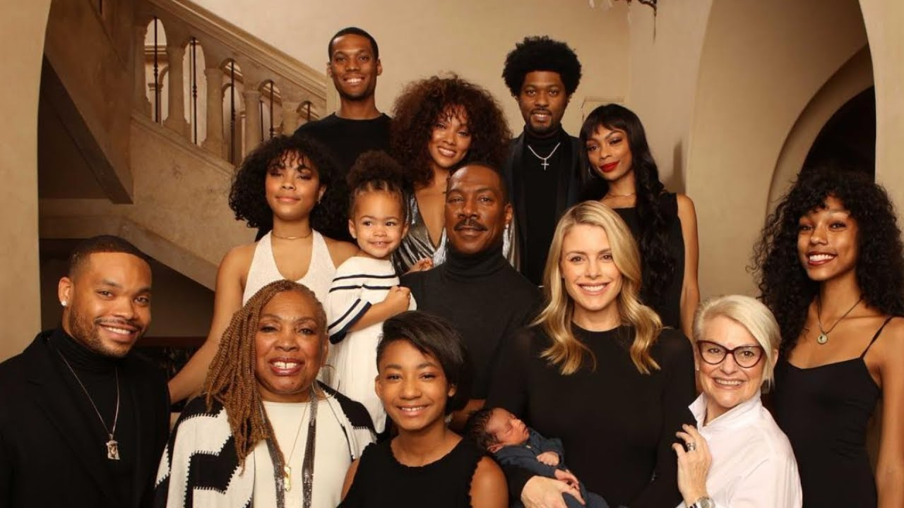 eddie-murphy-poses-with-all-10-of-his-kids-in-rare-family-photo
