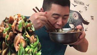 """【超小厨】超爱的""""肥肠""""终于来了,香辣有嚼劲,再来一斤大米,吃的好巴适!"""