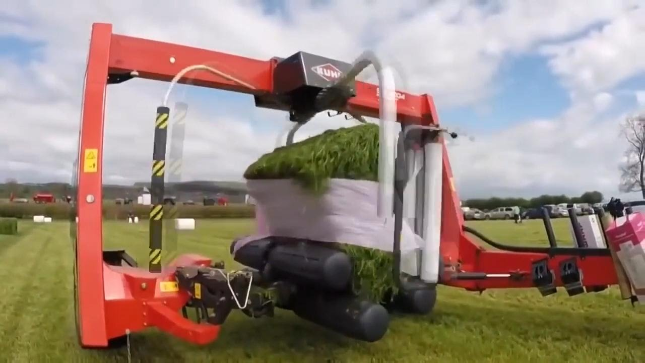 Zbiór trawy przy pomocy nowoczesnych maszyn