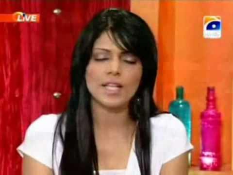 Hadiqa Kiani sings Turkish song Live on NKS