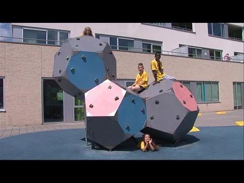 Kritische kinderen testen nieuw schoolplein Vlijmen