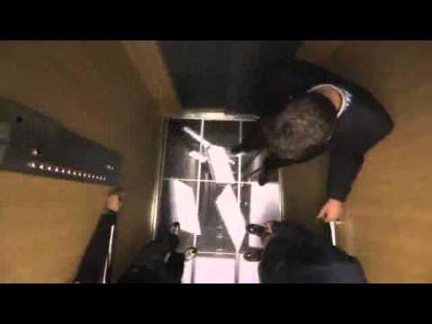 Прикол где пугают людей в лифте