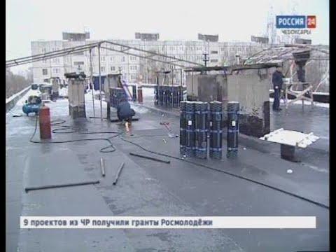 Жителей дома по улице Шумилова залило водой из-за смены кровли в сезон дождей