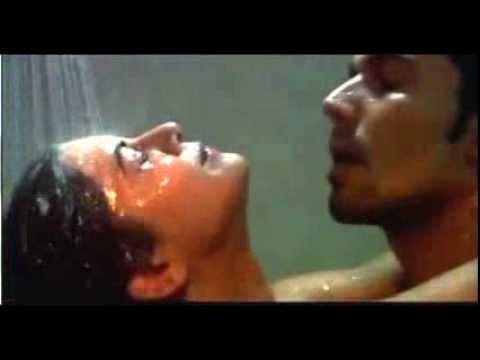 بازیگر زن هند در جنوب بوسیدن در حمام
