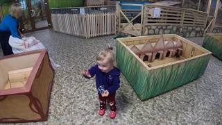 Vlog:Весёлое видео про зоопарк В  зоопарке кормит животных/In the zoo feed animals/Polina 1.8))