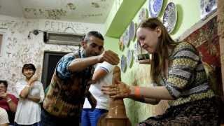 Прикол на экскурсии в Турции(Турецкий гончар креативит с глиной., 2014-03-03T09:58:46.000Z)