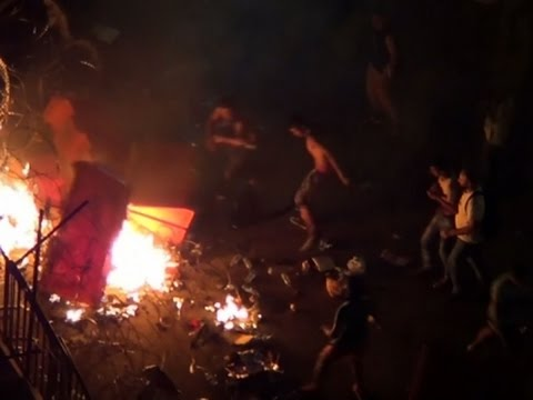 Raw: Protesters Clash With Police In Beirut