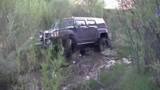 Suzuki Escudo, Lexus LX 470, Hummer H3. Хаммер отжигает по ручью и кустам на злой резине(, 2016-06-06T06:19:14.000Z)