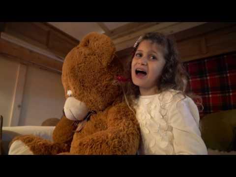 """Santa Claus is coming to town/Santa Claus llegó a la ciudad"" - Laura Pausini cover"