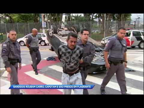 Bandidos capotam carro e são presos em flagrante em SP