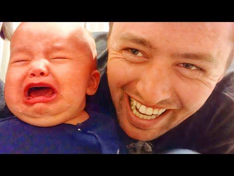 面白いパパと赤ちゃんの瞬間 面白いかわいいビデオ