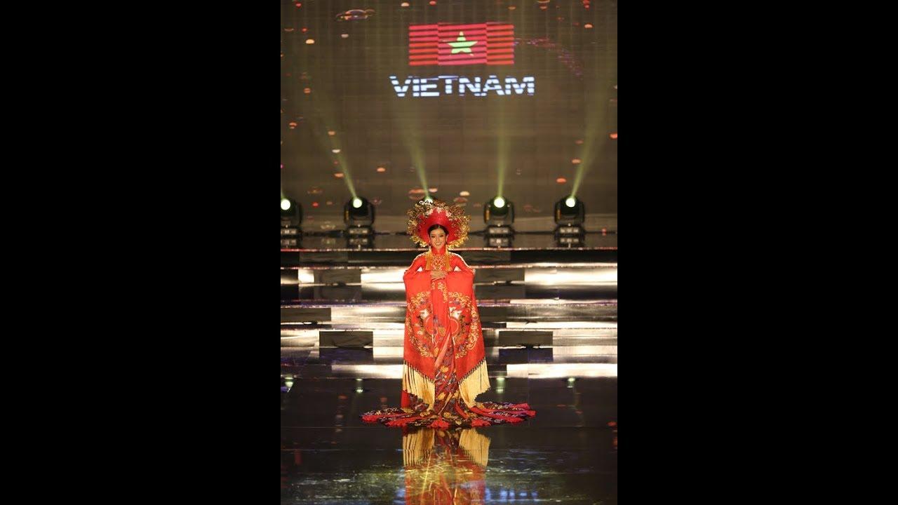 Huyền My và các thí sinh Miss Grand International lộng lẫy thi trang  phục dân tộc .