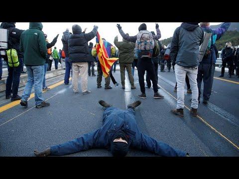 شاهد: انفصاليون كتالونيون يغلقون طريقاً سريعاً بين إسبانيا وفرنسا…  - نشر قبل 2 ساعة