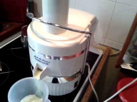 Faire un jus fruits l gumes la centrifugeuse youtube - Jus a la centrifugeuse ...