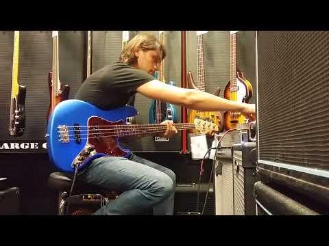Electro Harmonix Micro POG on Bass, jamming over