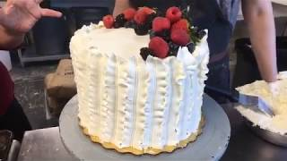How to make a Berry Chantilly Cake