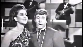 ANGELICA MARIA Y CESAR COSTA CANTAN JUNTOS EN 1967.