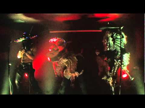 Metalachi performs a live cover of Living on a Prayer (Bon Jovi)