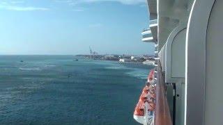南カリブ海、アルバ島から出港する大型客船