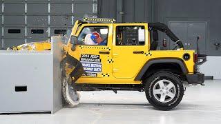 2015 Jeep Wrangler 4-door driver-side small overlap IIHS crash test