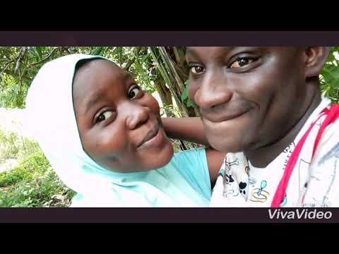 Download Ladan baduku with his wife