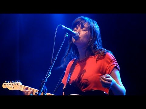 Courtney Barnett - Pedestrian At Best [Live at Laneway Festival, Melbourne - 07-02-2015]