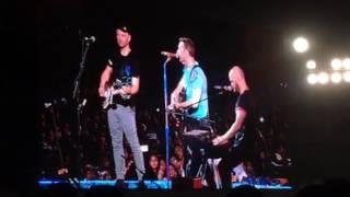 chris martin introducing his band mates