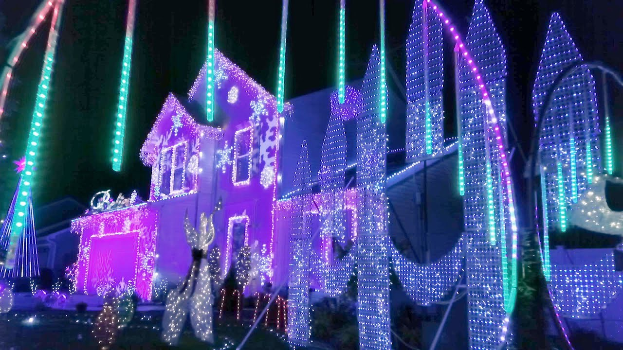 Christmas Lights Fight 2020 The Brewster Family's New York City Inspired Light Show   The