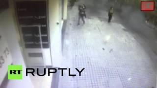 Камеры наблюдения зафиксировали момент взрыва на центральной улице Стамбула(В центре Стамбула на одной из самых популярных пешеходных улиц города — Истикляль — примерно в 12:00 мск..., 2016-03-19T11:58:12.000Z)