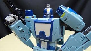 Unique Toys BUZZING (Masterpiece Blurr): EmGo's Transformers Reviews N' Stuff