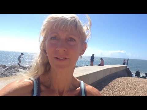 Very Windy Vlog - Barefoot in Lyme Regis on the Cobb