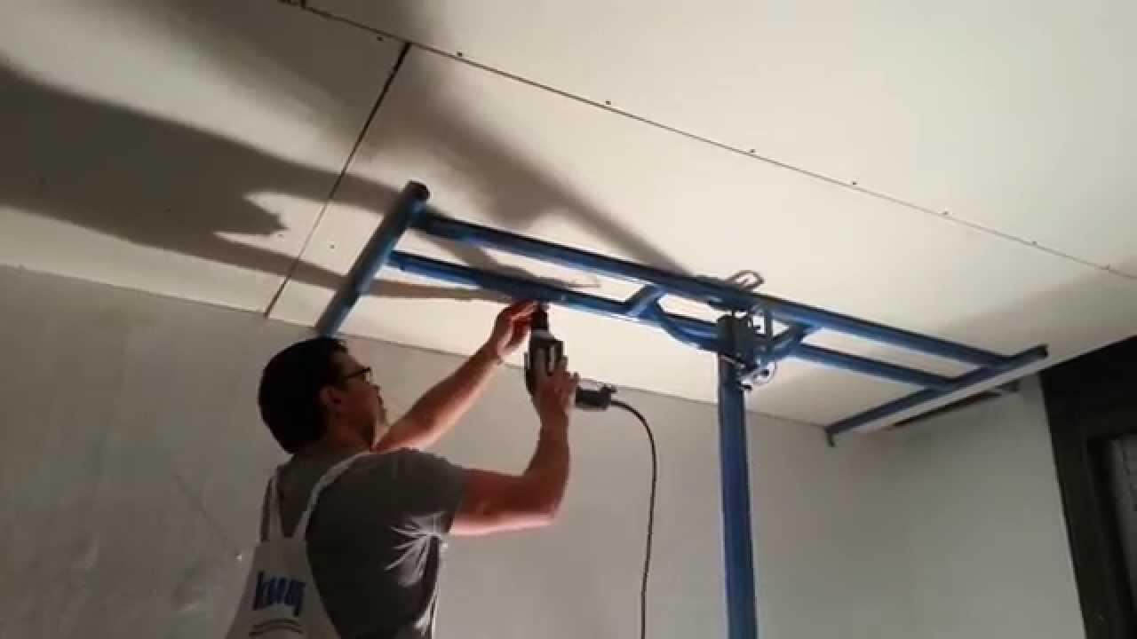 Un solo operario instalando pladur drywall durlock knauf for Como poner chirok en el techo