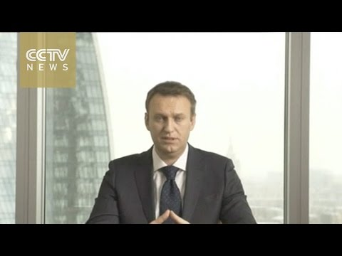 Kremlin critic Alexei Navalny announces bid for Russian pres