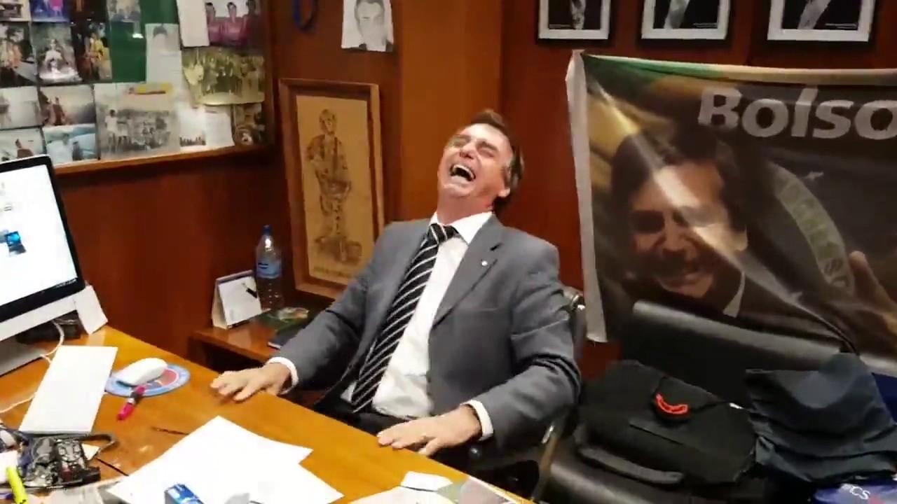 Resultado de imagem para bolsonaro rindo