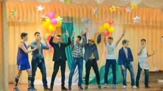 Танец мальчиков 11 А к 8 марта