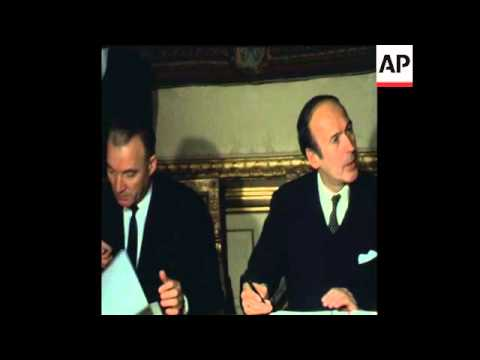 SYND 5/1/70 FRENCH FINANCE MINISTER GISCARD D'ESTAING AND HUNGARIAN FOREIGN COMMERCE MINISTER MIRO S