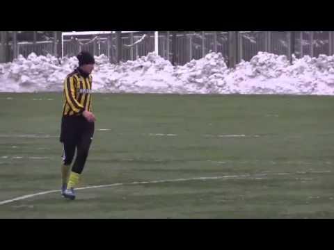 (xemthethao.vn) Một cầu thủ Ukraina sử dụng điện thoại trong suốt trận đấu